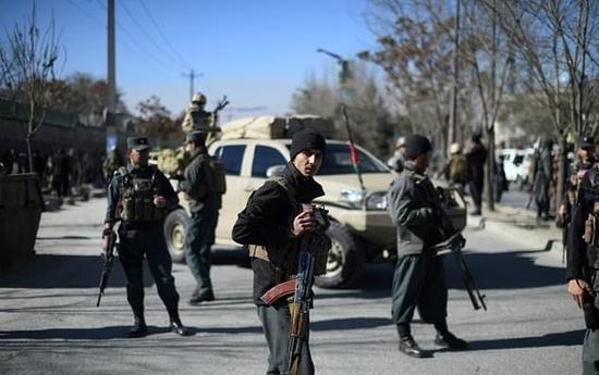 真人赌博平台:阿富汗首都遭自杀式爆炸袭击_至少11死25伤