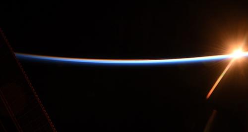 金沙国际唯一官网网址:宇航员在外太空三周狂长高9厘米:很担心(图)
