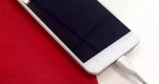 金沙国际娱乐游戏:一次性把手机充电到100%?绝大多数人都错了