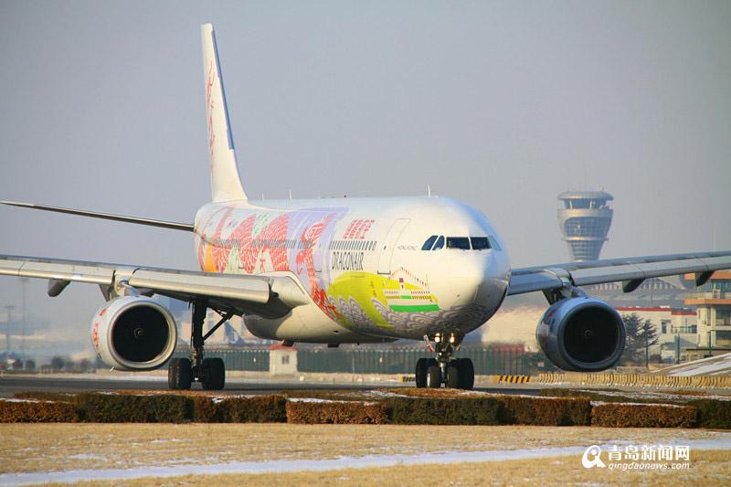 高清:飞机迷看过来 青岛机场航班上演千机变