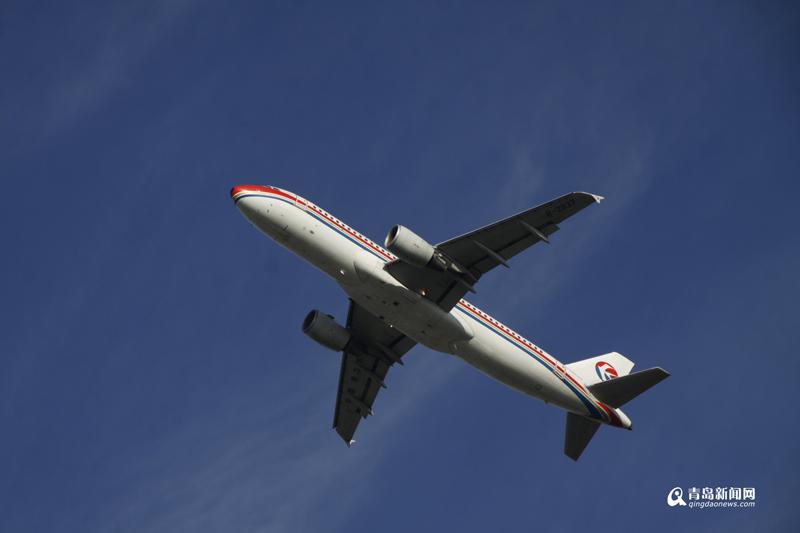 根据机场统计,最多的一天有570架飞机起降,航班数量不断攀升,在这里