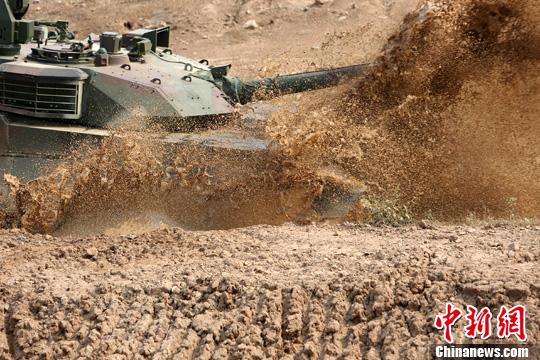 幸运飞艇彩票:泰国陆军测试中国产VT4坦克_赞各项性能优越