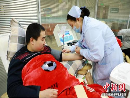 澳门金鲨游艺场:残疾人献血浆数十次_称我们不只是我们自己