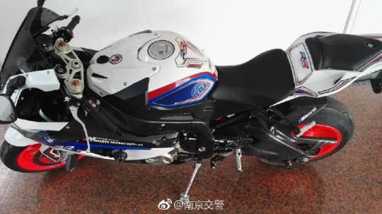 澳门赌博送彩金网站:男子无证驾驶摩托车在南京机场高速飙车被刑拘