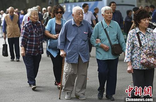 资料图:南京一所高校的退休教师们参加活动。 <a target='_blank' href='http://www.chinanews.com/'>中新社</a>记者泱波摄