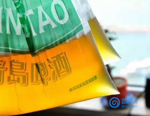 青岛人为什么要把啤酒装进塑料袋里? 终于知道