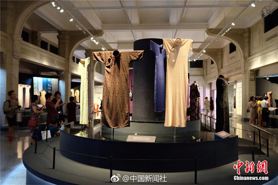组图:70余件精美海派旗袍集中展出 惊艳观众