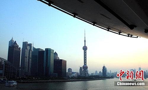 资料图:上海江边高楼。<a target='_blank' href='http://www.chinanews.com/'>中新社</a>记者潘索菲摄