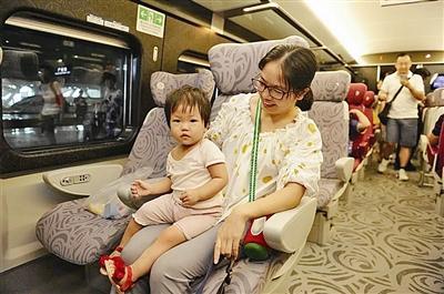 中车四方造动感号列车开跑广深港高铁