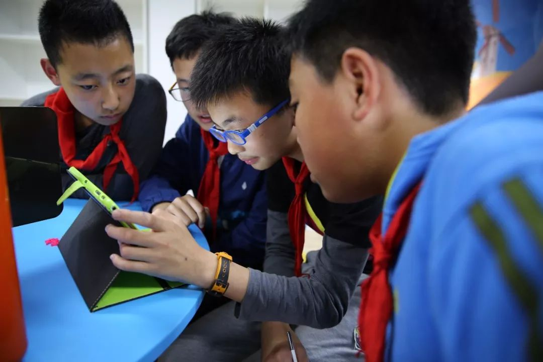 伤眼、伤神、伤财…… 不用电子产品,孩子做不了作业?,中国最强音 司机
