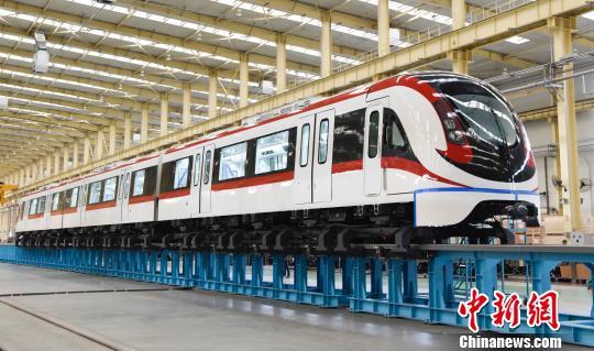 中国新一代中低速磁浮车下线 最大运行时