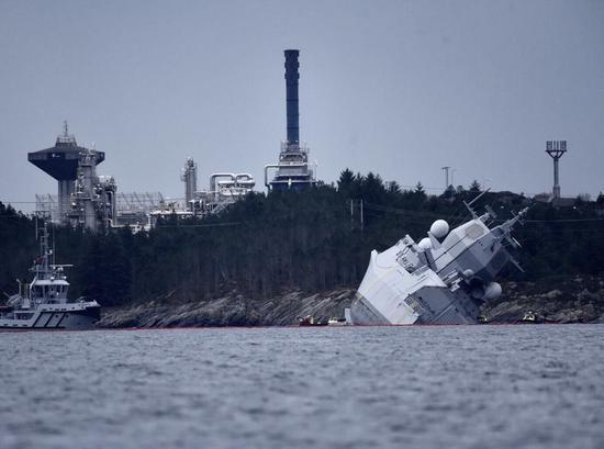 挪威宙斯盾舰被油船撞沉 刚参加完北约最大军演(图)_副区长获刑17年