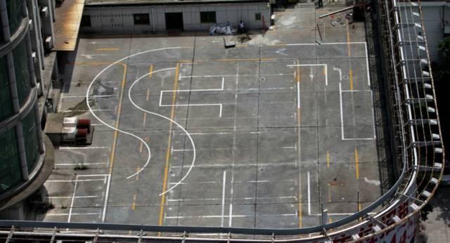 惊险!7层楼顶开设 ,三个火枪手读后感驾校 训练场四周无安全措施(图)