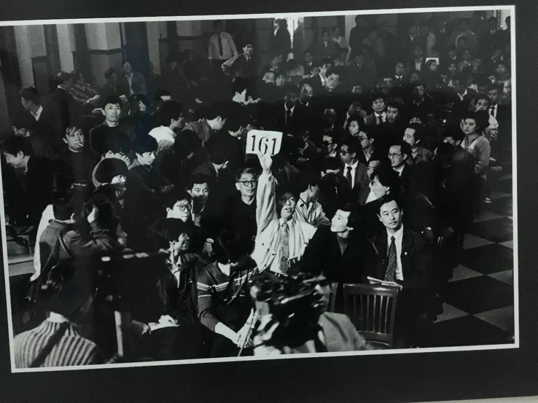 遇见青岛 记者镜头下的改革开放40年图片展今天正式开展图片