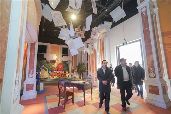 影视文化艺术博览中心参观西海岸发展集团供图 (4).jpg
