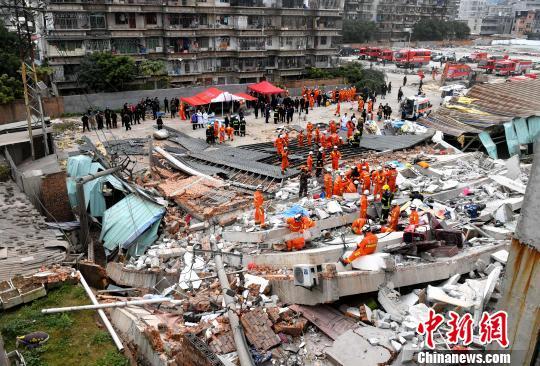 福州一民房倒塌:14人已获救送医 房主被控制