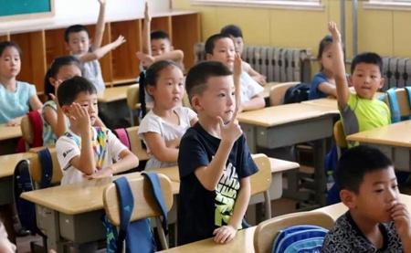 """青岛:小学生课后校内托管政府""""买单"""""""