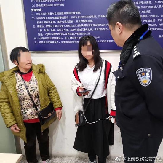 湖南14岁女孩离家欲投奔网上男友 火车站内被找到