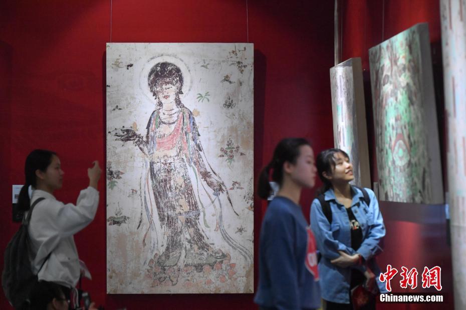 近50件敦煌壁画艺术精品首次亮相云南