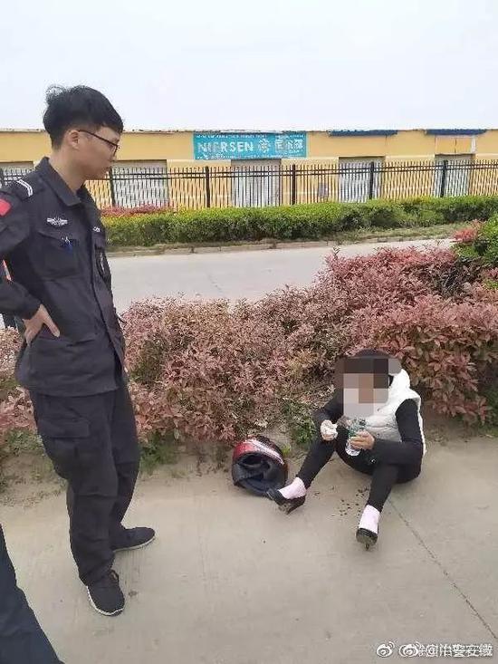 群众报警草丛中发现熊猫 民警兴冲冲出警结果傻眼,邵忠否认被捉奸