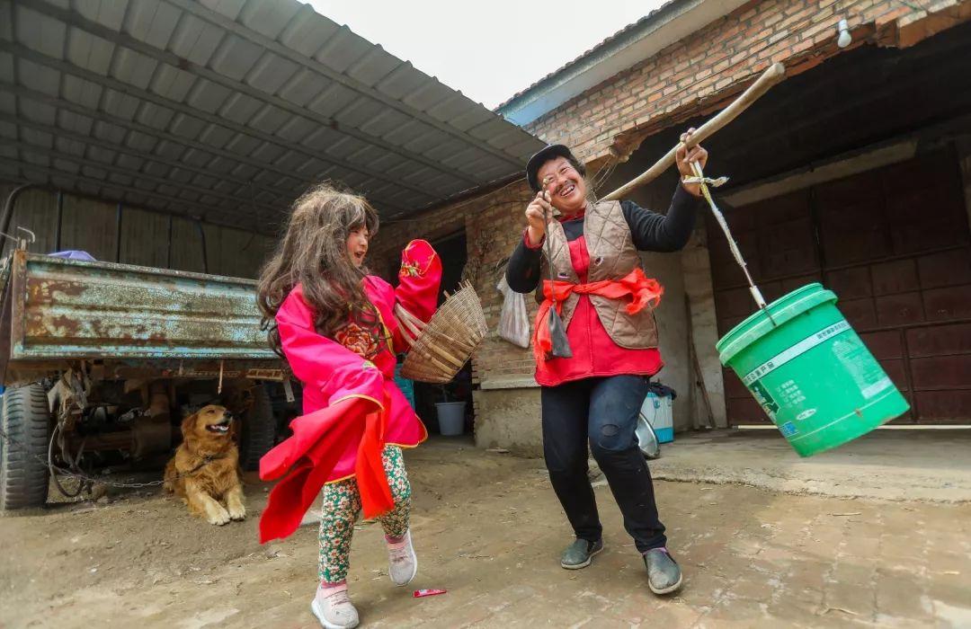 一条短视频点击超30000000次 济南农妇这次哭了,吃生肉的民族
