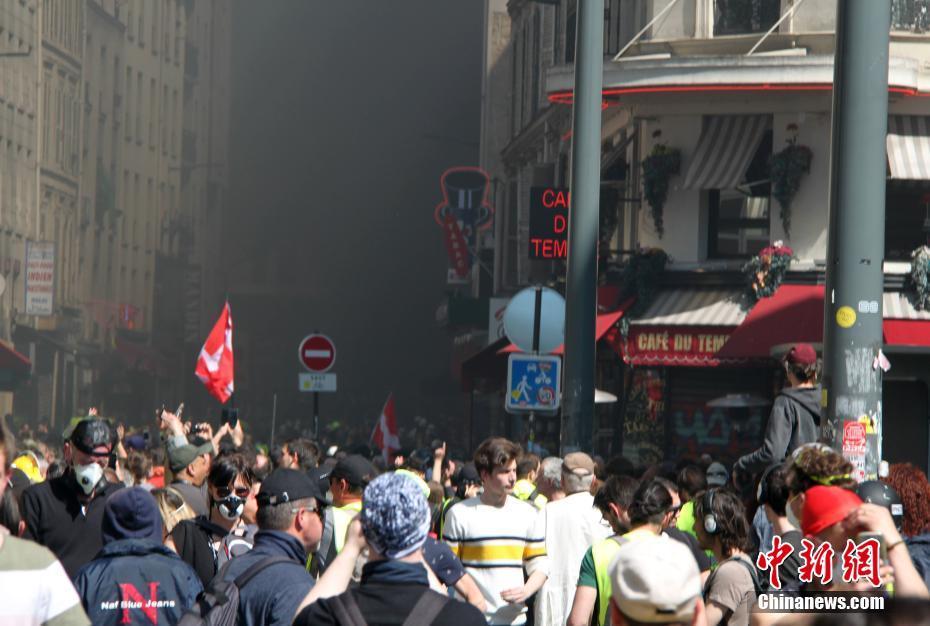 法国巴黎再现大规模示威9000人参与