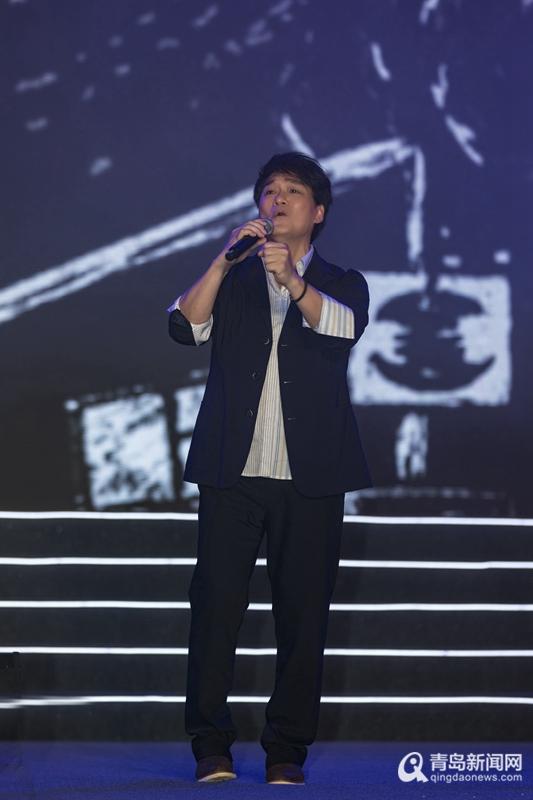 万人合唱《朋友》 周华健空降青岛献唱经典