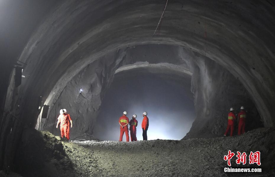 中老铁路国内段关键控制性工程建设取得重要进展