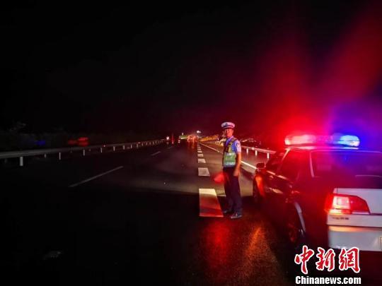 四川宜宾长宁地震:通往震中的救灾通道已打通