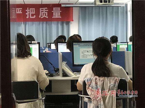 探访山东高考阅卷:机房封闭管理 各科目双评