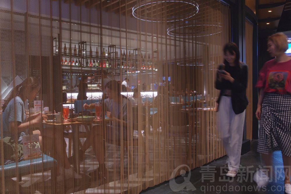 高清:夏夜萬象城 青島市民納涼休閑的好去處