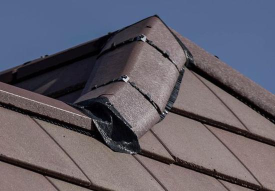 英夫妇40万英镑新房成噩梦 屋顶瓦片用胶布固定