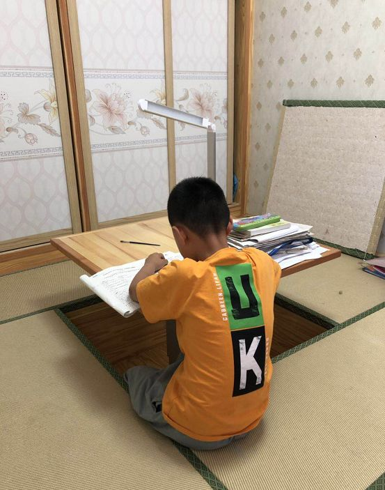 8岁男孩被课代表扇40耳光不敢回校 校长:不要闹大