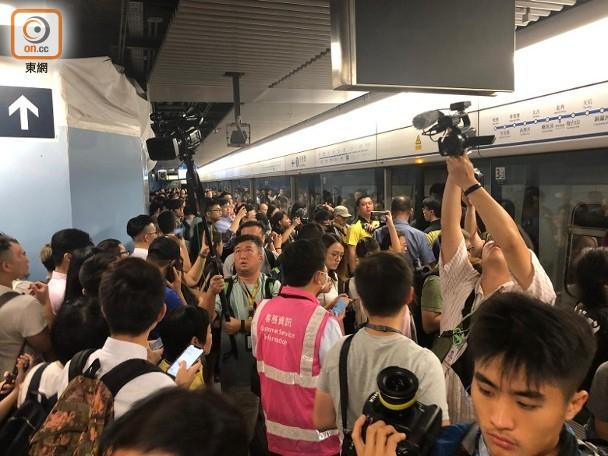 据香港《文讲述》报道