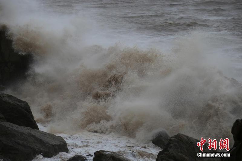 """台风""""利奇马""""逼近浙江台州地区"""