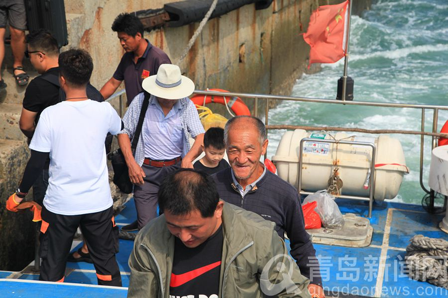 灵山岛台风过后恢复通航船长吴大伟忙碌的一天