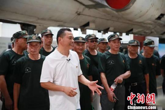 200件军事收藏讲述国防故事 退役老兵再圆强国梦