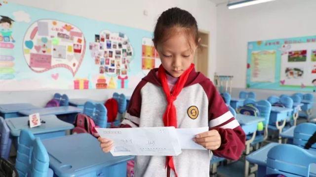 青岛小学生收到外交部皇冠体育赌场APP回信!讲话人华春莹、耿爽给她署名