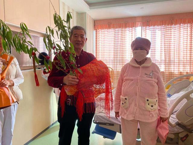 67岁老妇生女续:孩子已落户 夫妻或因超生被罚
