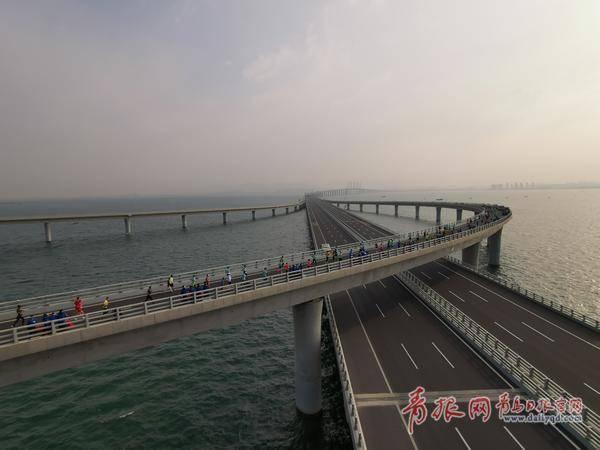 2019青島海上馬拉松開跑了!跨海大橋全線封閉…
