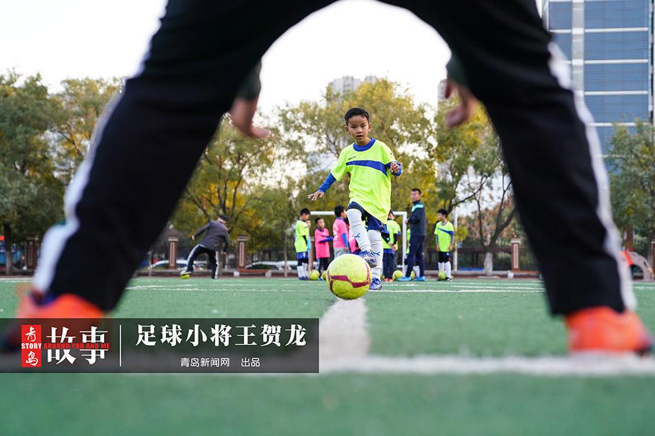 【青岛故事】6岁足球小将 练球1