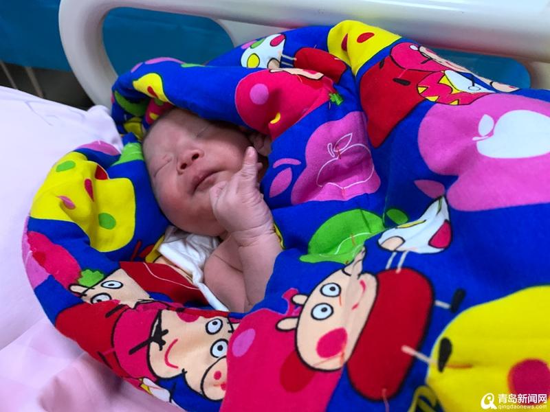 """什么人每天靠运气赚钱:青岛首批""""20后""""诞生 首个20后宝宝小名叫晴天"""