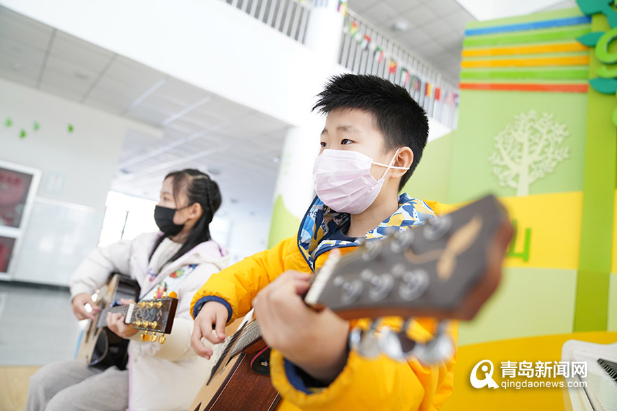 兼职赚钱项目:萌化!青岛小学生唱赞最美逆行,戳进看视频