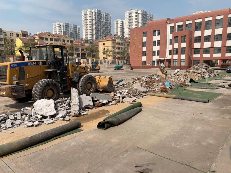 好消息 西海岸新区6所中小学校操场改造工程顺利开工
