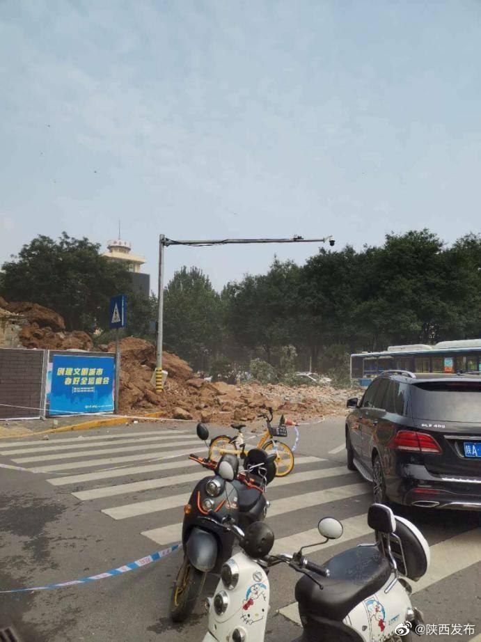 西安明秦王府城墙坍塌致4人轻伤 目前无人员被困