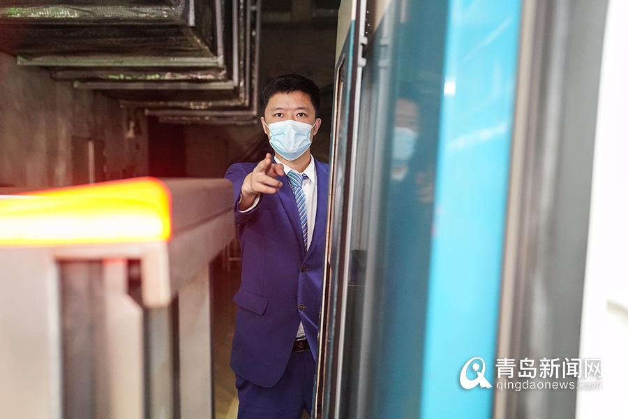 """【青岛故事】6年绕地球""""跑""""3圈?他是地铁""""最美驾驶员"""""""