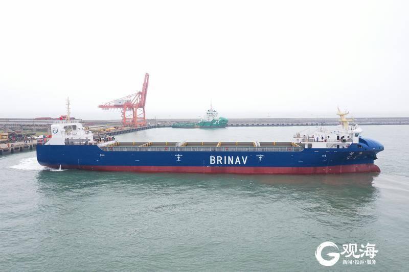 我国首艘自主航行集装箱船在青启航,全球智能航运创新高地在蓝谷加速形成