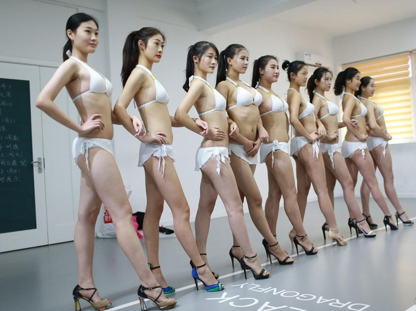 南京艺考众美女学生现身颜值高(组图) - 青岛新闻网