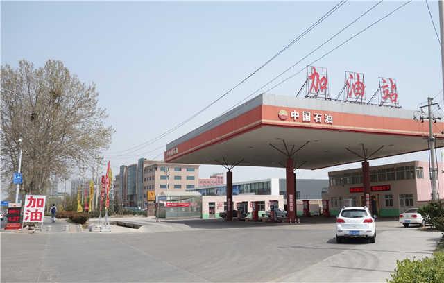 黑龙江中路现盗窟中石油加油站 新车加油受损严重