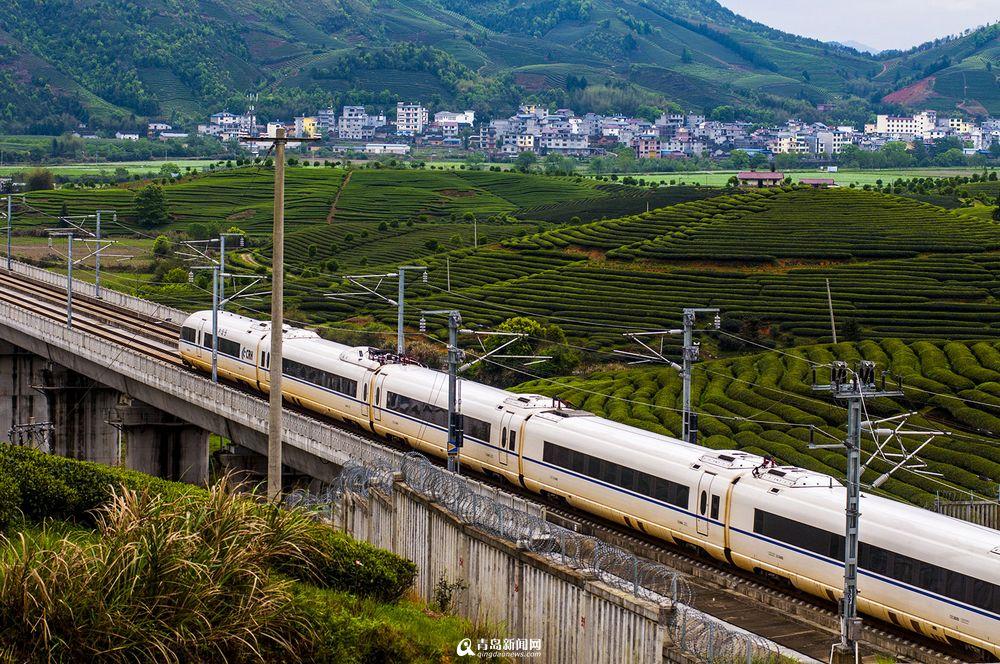 高清:实拍最美高铁线路
